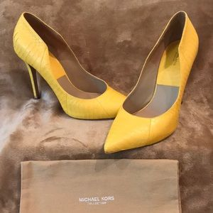 Michael Kors Collection yellow pumps size 40